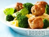 Паста с броколи, пилешки кюфтенца и бял сметанов сос